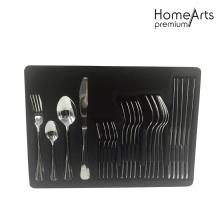 Dîner élégant avec couteau à fourchette cuillère