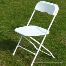 Cadeira dobrável de plástico branco para eventos