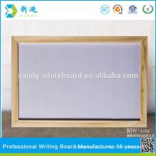 Sem quadro branco dobrado e placa de escrita da escola