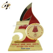 Prix de gros bon marché personnalisé nouveauté en métal plat forme trophée