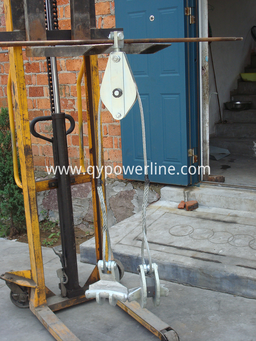 Two bundle lifting tool