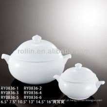 Sopa de porcelana com tampa e alças