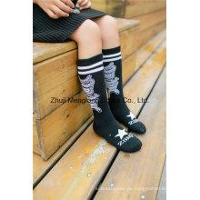Reizende Mädchen-Baumwollstrumpf-kundenspezifische Entwürfe für Großverkauf