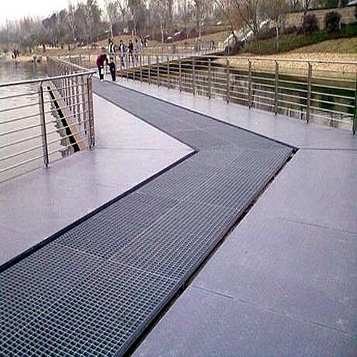 Steel grid walkway