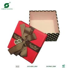Caixa de presente de papelão fantasia com fita