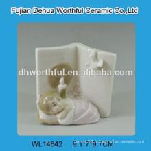 Mignon décoration en céramique blanche
