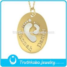 L-p0499 bebê pé recorte adorável pingente de ouro oval lembranças joias de aço inoxidável crianças jóias charme pingente colar de amor