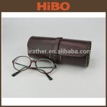 Étui à lunettes fait main en cuir beige pour homme