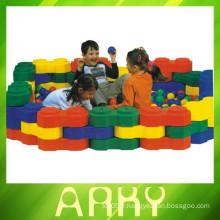 Modèle d'assemblage de blocs de construction en plastique pour enfants