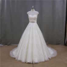 Robes de mariée exquis sans manches en train à la cathédrale