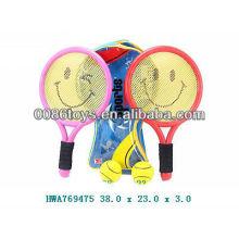 Спортивные теннисные ракетки с теннисным мячом