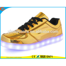 2016 Popular Design Light Flashing Sneaker LED Shoes Light Up for Gift