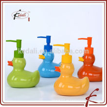 Chaozhou cerámica encantadora pato forma loción dispensador