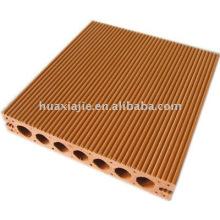 Deck de plástico de madeira
