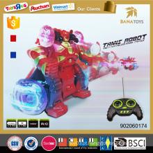 O carro fresco novo do rc do artigo do menino transforma o brinquedo do robô