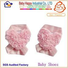 Ornamento en forma de corazón de los zapatos de bebé de la flor de la nueva llegada