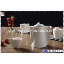 Ensemble de thé en céramique avec théière, pot de sucre, gobelet et pot de lait