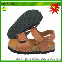 Sandálias novas da cortiça do menino dos miúdos para o verão (GS-64147)