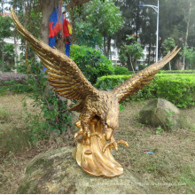 Life size golden eagle garden bronze sculpture