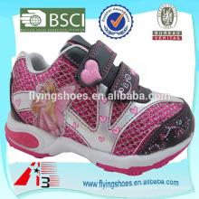 Barato atacado menina esportes sapatos na china com o espírito da asa