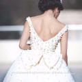 Elegant Alibaba Chine Robe de bal blanc Robes de mariée en dentelle Robe de mariée vestidos de novia avec perles lourdes LWB09