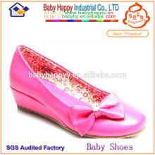 Zapatos de tacón alto para los niños vestirse