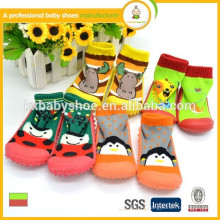 Fabricante 2015 calcetines al por mayor lindos del bebé de la venta caliente como zapato