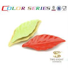 Assiettes à sushis en feuilles naturelles colorées en céramique pour restaurant