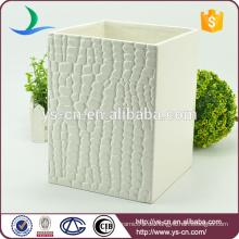 Weiß geprägter quadratischer keramischer dekorativer Mülleimer für zu Hause