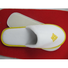 Hotel Men Slipper with Embroidery Logo Velvet Slipper in Door (DPFJB01)