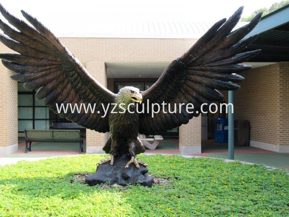 Garden Decorative Bronze Eagle Sculpture For Sale