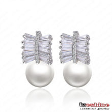 Nouvelle arrivée blanc Shell perle boule boucles d'oreilles (CER0035-B)