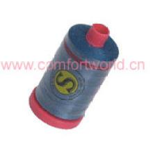 Fil de couture en polyester dans un petit tube