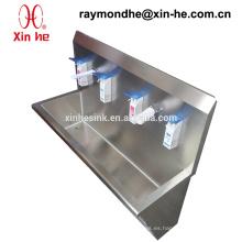Canal de lavado médico del acero inoxidable para el uso del hospital, fregadero quirúrgico del acero inoxidable con el sensor Grifos y dispensador del jabón