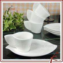 Gobelet et soucoupe en porcelaine