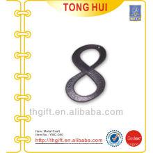 Ornamento decorativo / encanto del metal de la forma de la letra 8 del moho