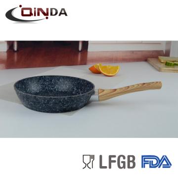 utilisation de la poêle à frire en granit dans la cuisinière à induction