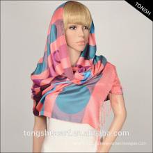Покрашенная пряжей ткань dobby хиджаб шарф 100 полиэстер шарф горошек шарф зимы