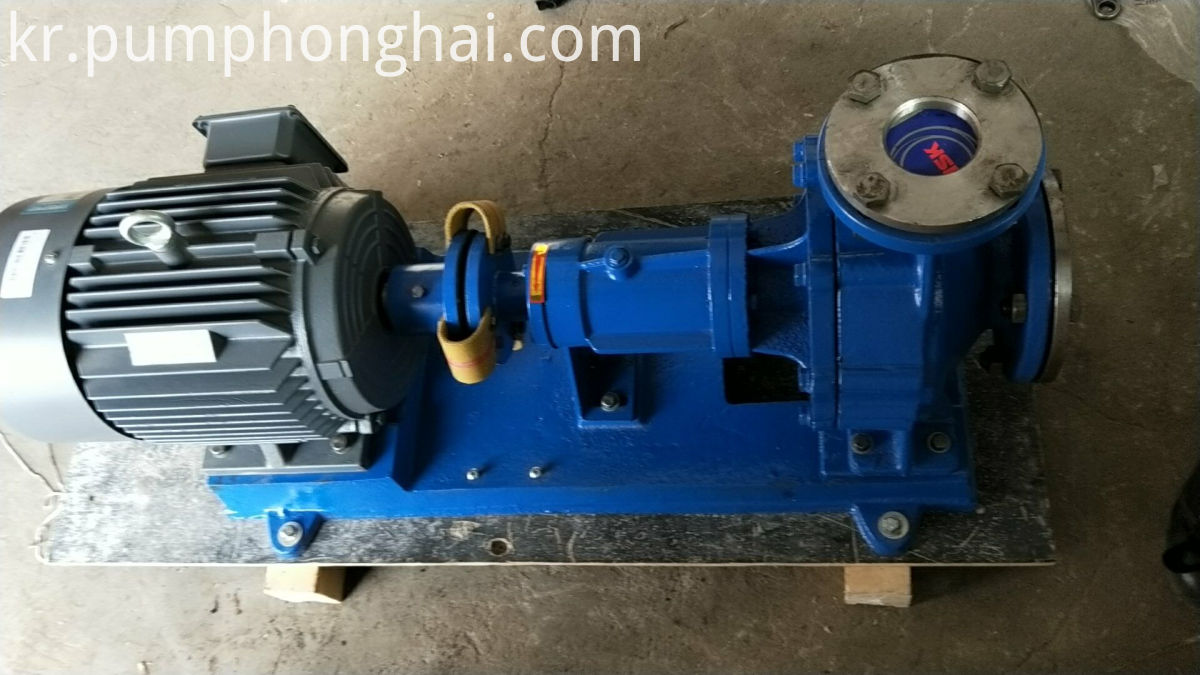 Horizontal hot oil pump