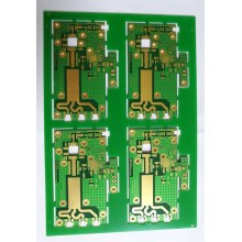 Placa de circuito multicamada de materiais mistos