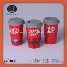 Taza de café de cerámica respetuosa del medio ambiente con la tapa, taza de la sola-capa con la manga del silicón, taza de la taza de café de Starbucks venta caliente