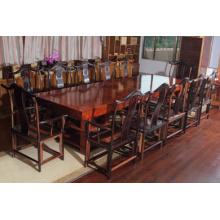 Большая доска стола Бубинга с природой и красивым зерном.
