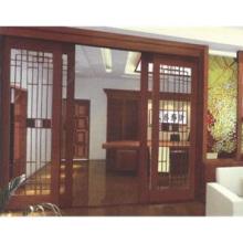 Porte automatique de maison en bois