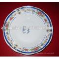 Belle assiette ronde en porcelaine