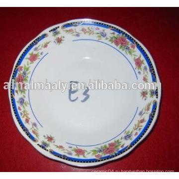 Красивая круглая фарфоровая тарелка