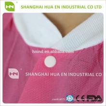 Nonwoven descartável roxo rosa azul branco Casaco de laboratório com malha de punho e colarinho