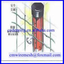 Оцинкованный защитный забор, изготовленный DM Специальная отраслевая компания для проволочного ограждения