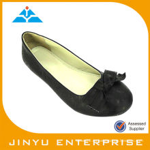 Zapatos planos elegantes de las nuevas señoras de la llegada
