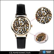 Reloj negro del leopardo de la correa de cuero genuino
