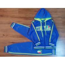 Costume de sport pour enfants dans les vêtements pour enfants